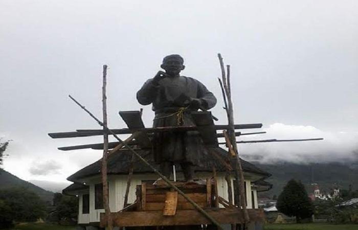 Pembangunan Patung Motang Rua di Mbaru Runut pada 2017 lalu. Sumber: VOXNTT