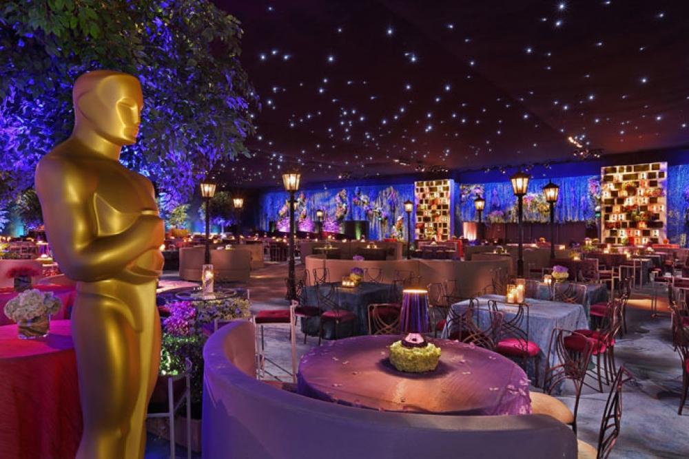 Ruang pesta Oscar hasil desain Irma Hardjakusumah   foto bizbash.com