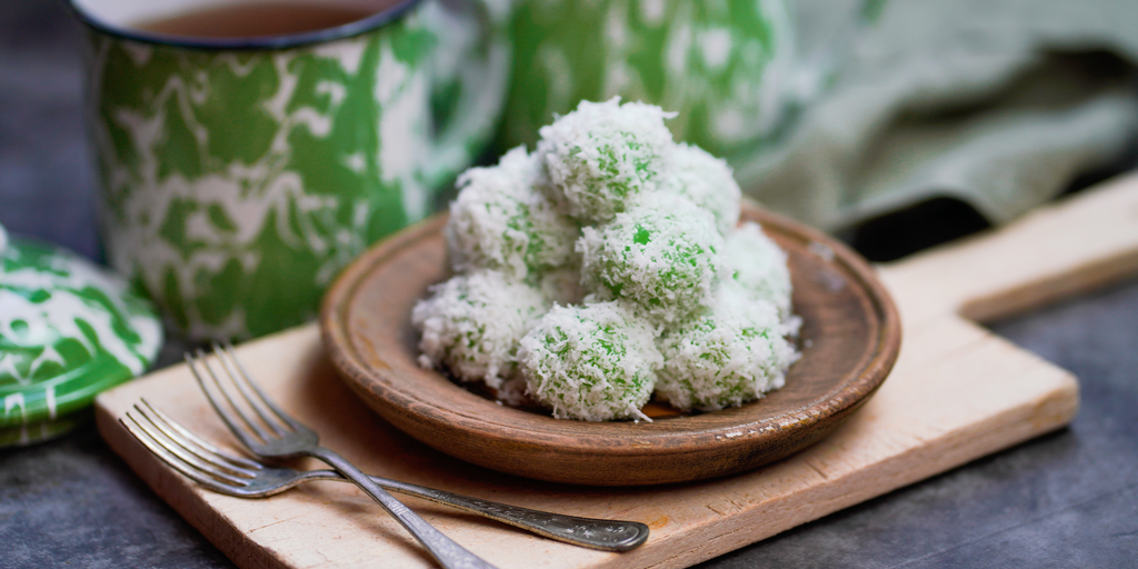 Klepon, salah satu kue tradisional khas Jawa yang rasanya manis | Shutterstock