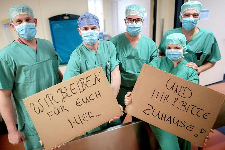 Para Medis Jerman   Foto: SASCHA STEINBACH/EPA-EFE