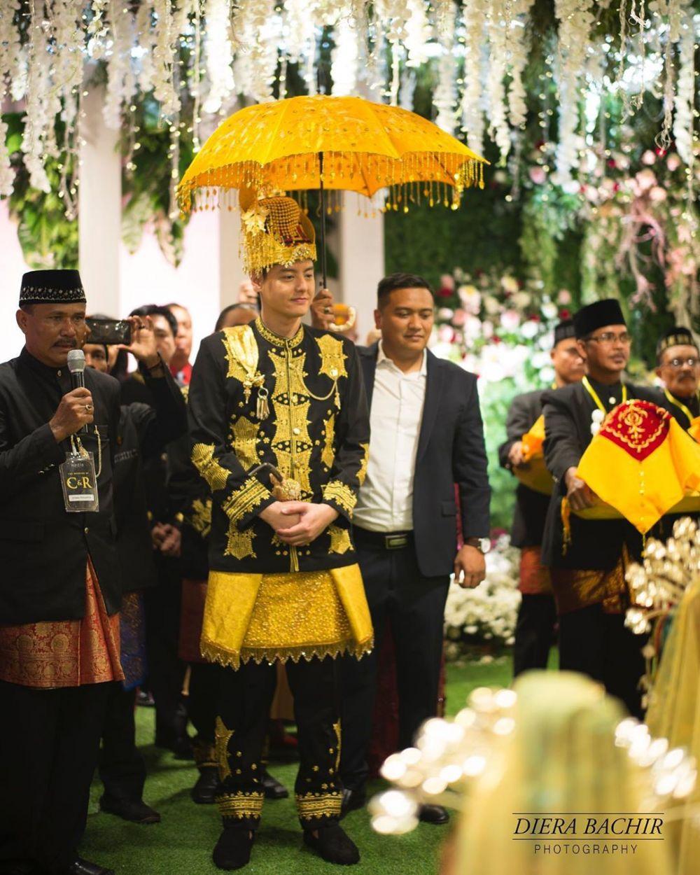 Jalani Prosesi Adat Aceh, penampilan Roger | Foto: @brillio.net