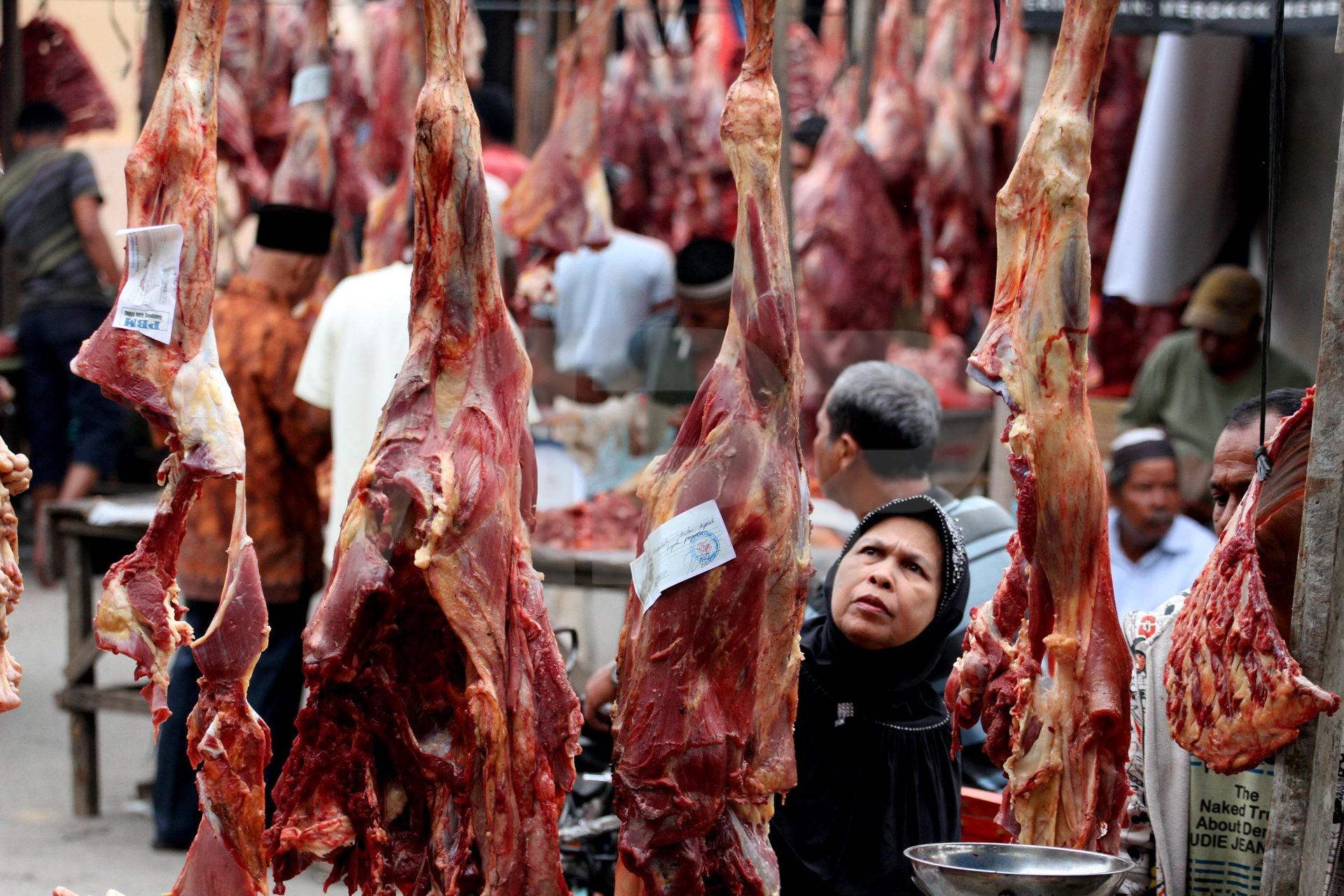 Deretan daging yang dijual di pasar | Foto: acehpressphoto.com