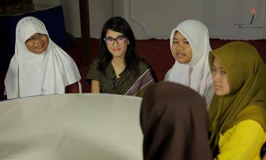 Dian Sastrowardoyo - 4 Seniman Indonesia yang Peduli Pendidikan