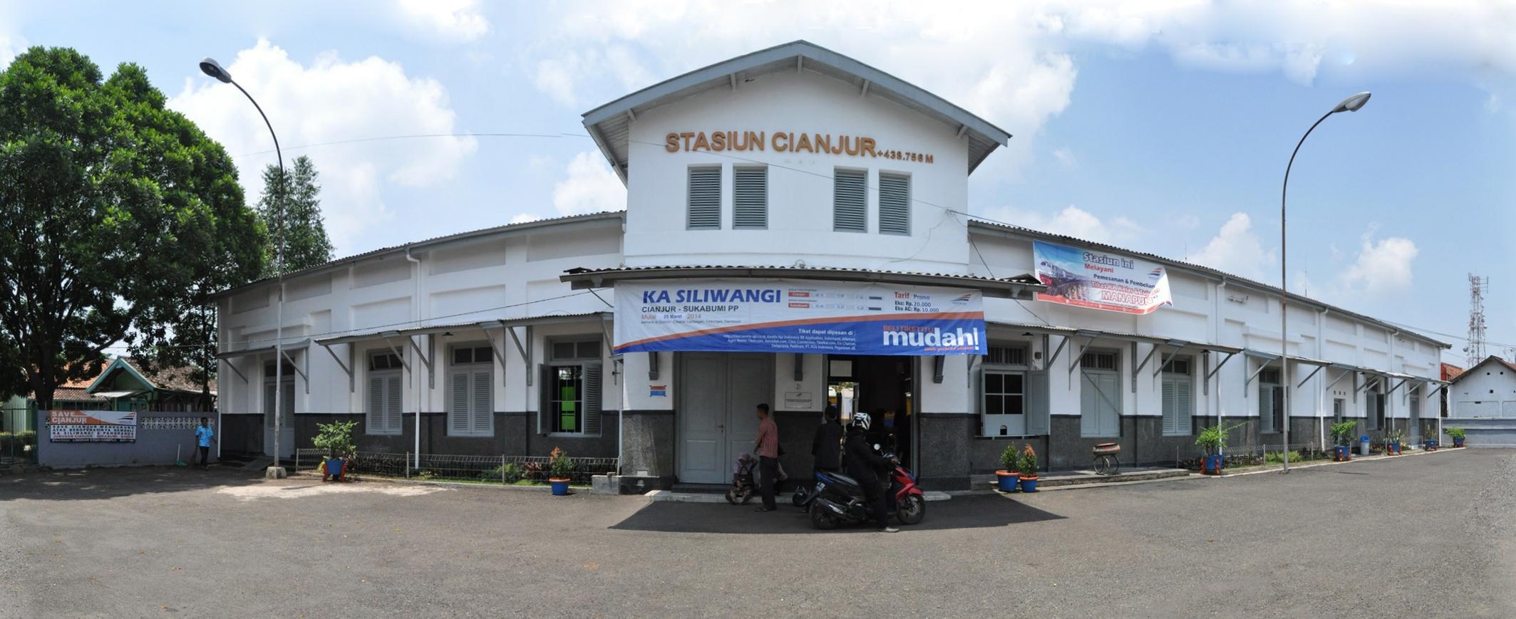 Tampilan depan Stasiun Cianjur, Jawa Barat.