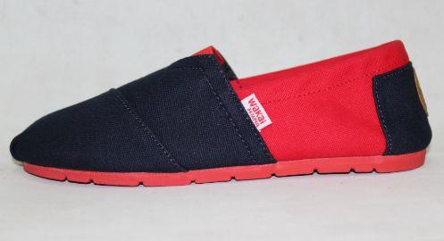 Sepatu Wakai.