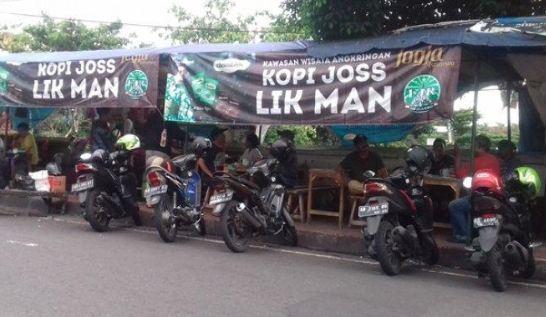Angkringan Hik Lik Man di dekat Stasiun Yogyakarta.