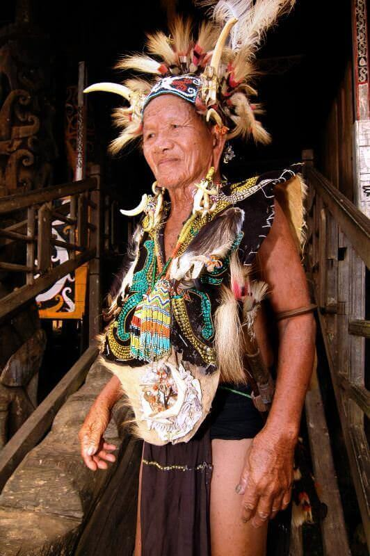 Tradisi Anting Suku Dayak   Foto: aamina1panhwar.blogspot.com