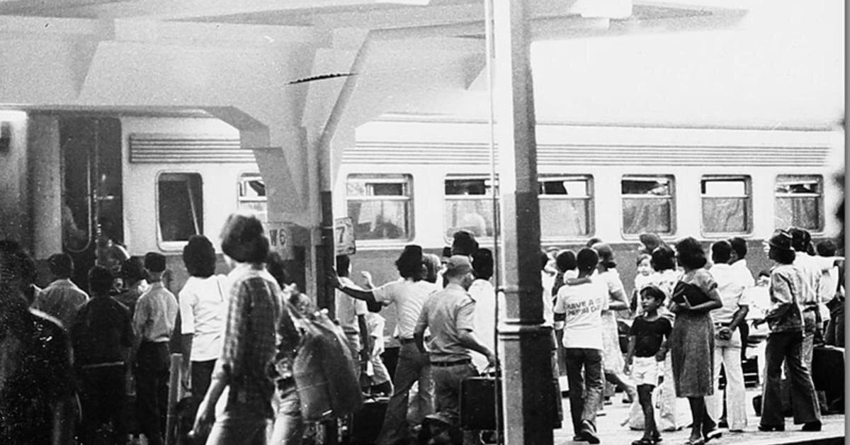 mudik stasiun gambir tahun 70an