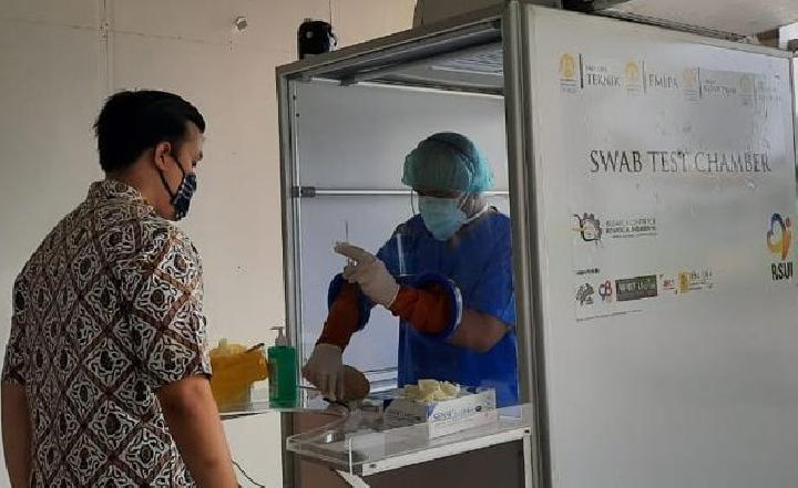 Bilik Swab Test yang berada di Rumah Sakit Universitas Indonesia, Depok. Foto: Humas RSUI