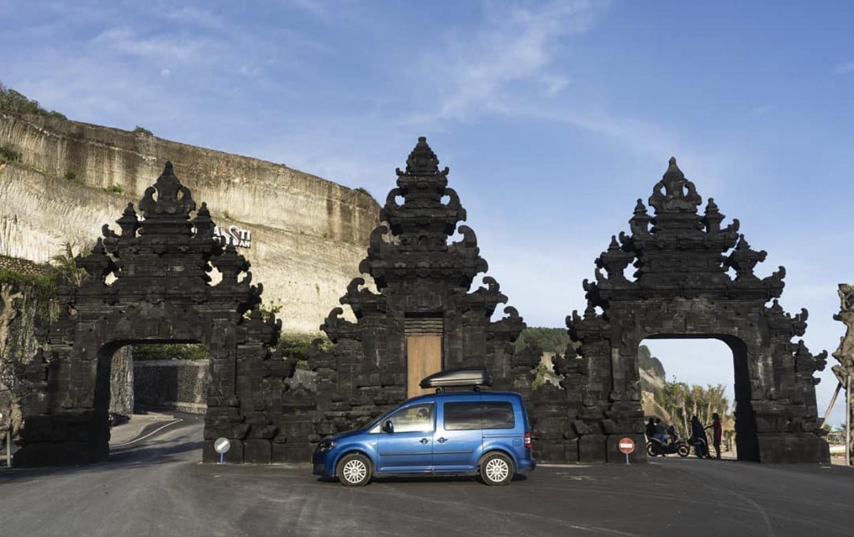 Traveler Mobil Spanyol di Bali