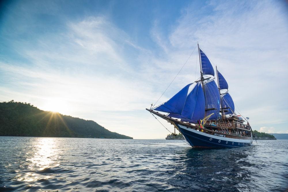 Kapal Phinisi Indonesia