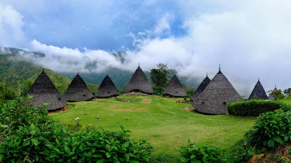 Panorama Desa Wae Rebo pada kala pagi hari.