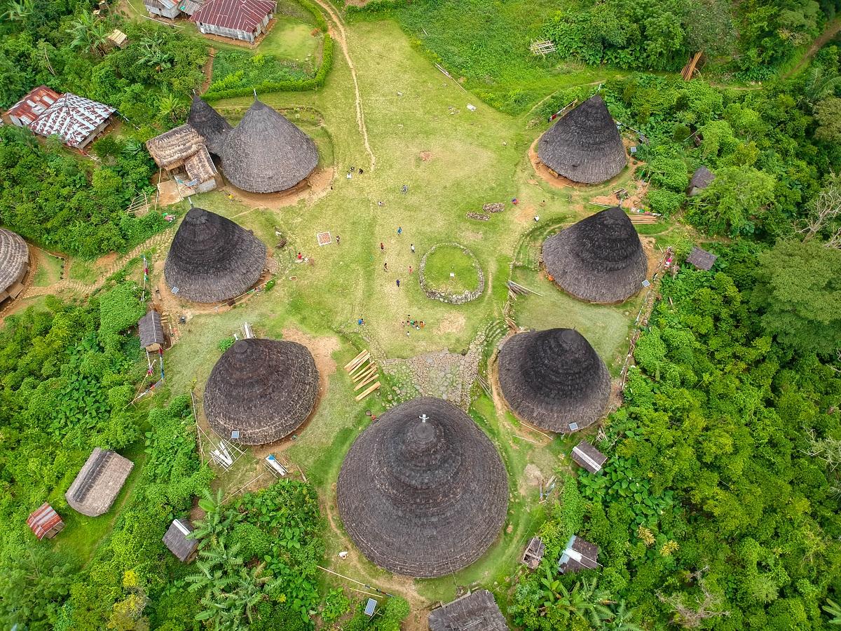 Citra Desa Wae Rebo dari atas udara.
