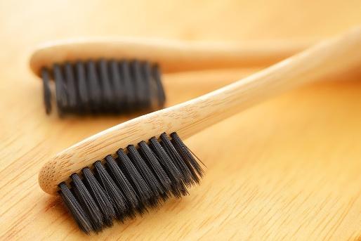 5 Produk Pengganti Plastik untuk Menyelamatkan Bumi - sikat gigi bambu