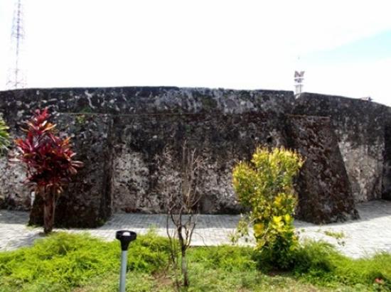 Benteng Amurang Milik Portugis