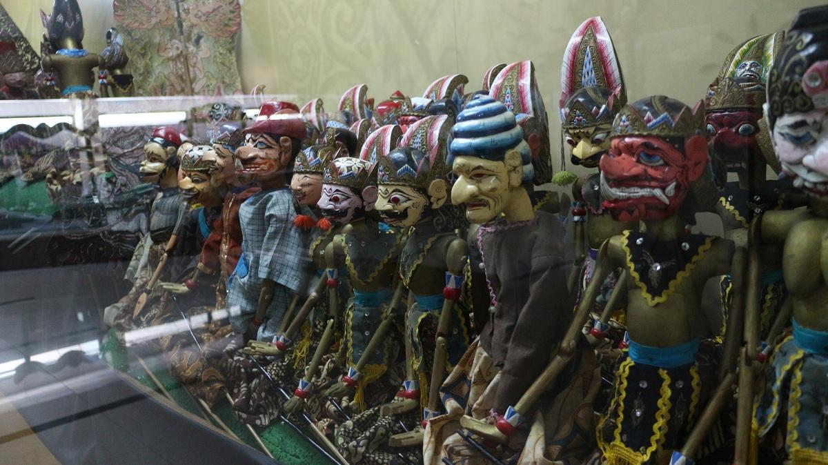 Koleksi wayang golek bisa ditemui di dalam Museum Sri Baduga, Bandung.