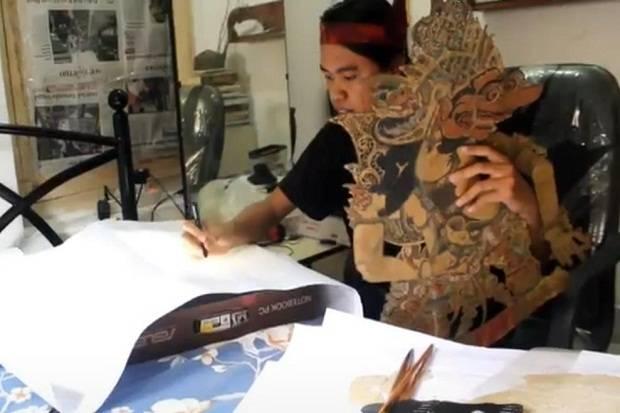 Danar Dwi Putra, ngeblak wayang jek dong khas jawa timuran untuk melestarikan budaya warisan leluhur. Foto: INEWSTV/Hari Tambayong