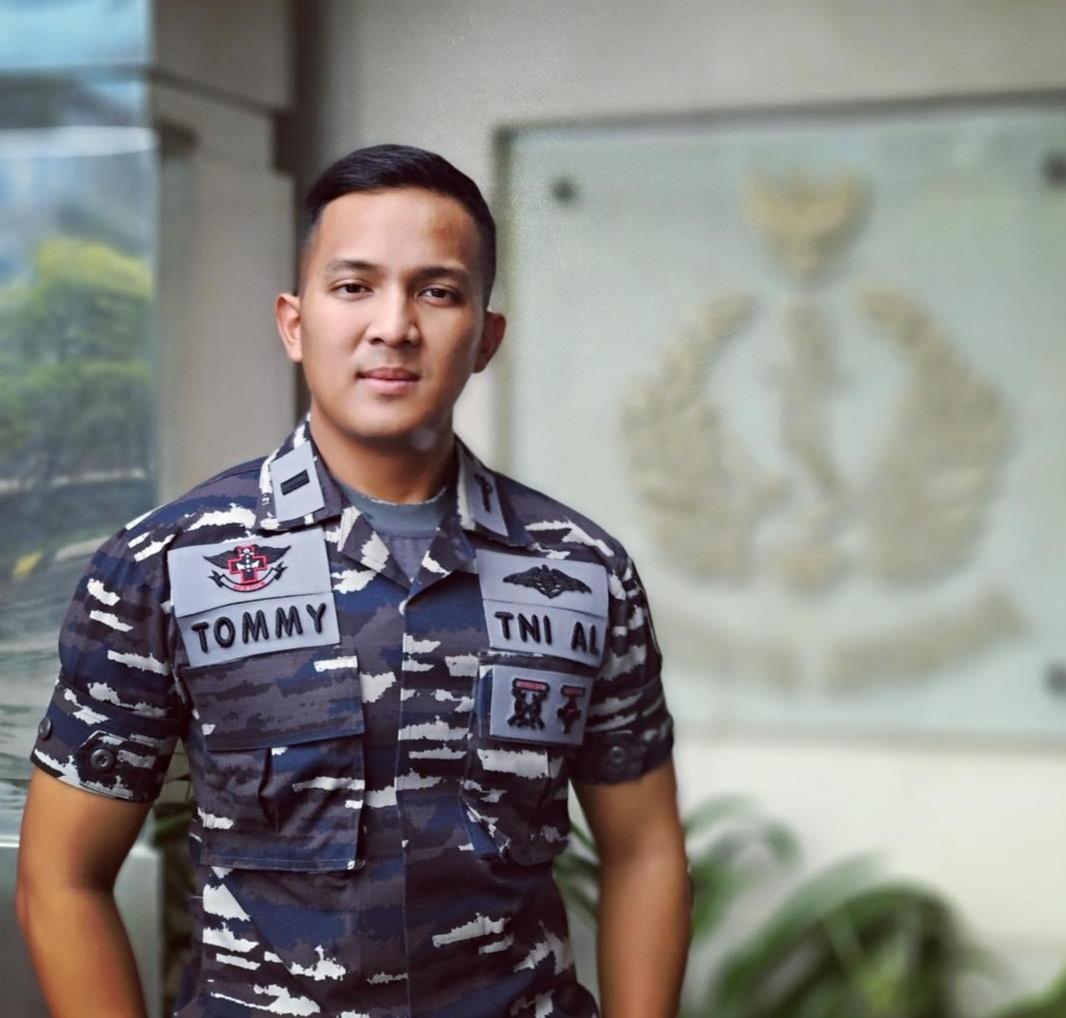 Letda Laut (K) dr. S. N. Tommy Antariksa, S.H. Koordinator Dokter Umum Rumah Sakit Darurat Penanganan Covid-19 Wisma Atlet, Satuan di Yonkes 1 Marinir TNI AL