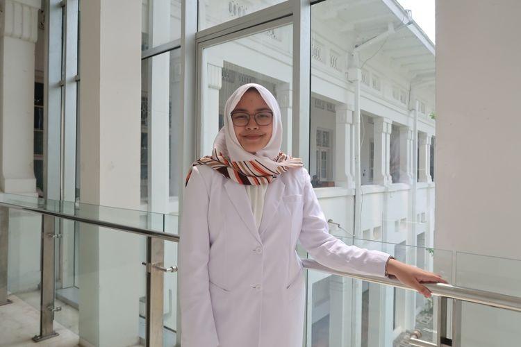 Mahasiswi Fakultas Kedokteran Universitas Indonesia angkatan 2016, Adriana Viola Miranda.