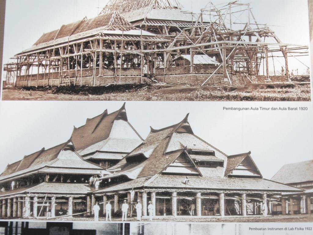 Technische Hoogeschool pada tahun 1920 dan 1922.