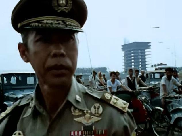 Hoegeng hendak menertibkan pengemudi becak di jalanan Jakarta.