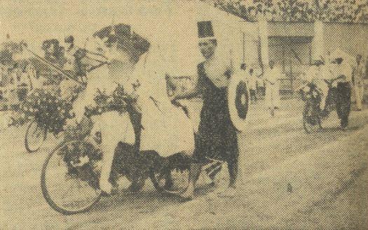 Seorang peserta berdandan sebagai prajurit Pangeran Diponegoro.
