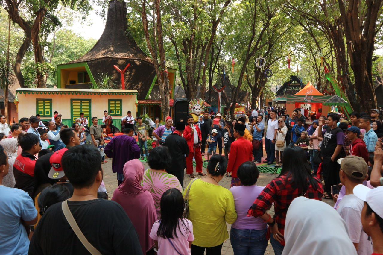 Untuk melestarikan budaya asli Jakarta, event Kampung Budaya Betawi digelar di Pasar Seni Ancol pada bulan Agustus 2018.