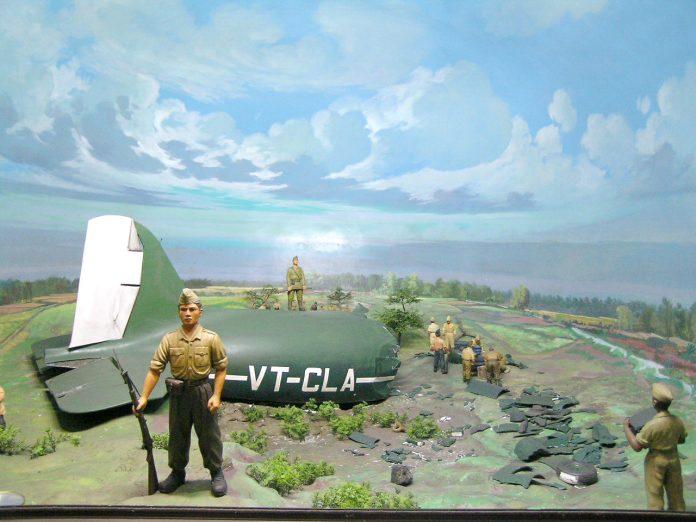 Diorama pesawat Dakota jatuh di Benteng Vredeburg, Yogyakarta.
