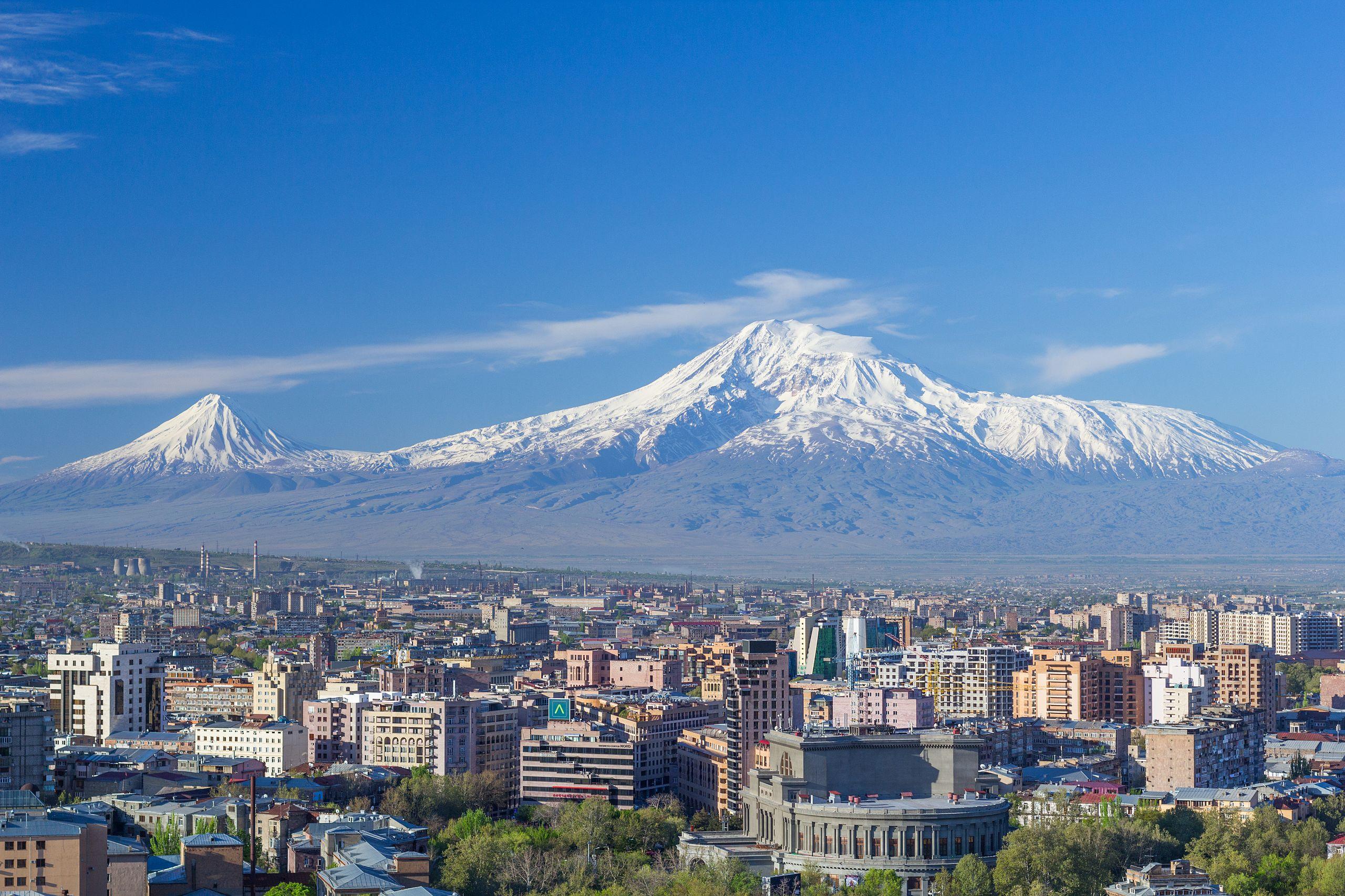 Gunung Ararat   By Սէրուժ Ուրիշեան (Serouj Ourishian) - Own work, CC BY 4.0, https://commons.wikimedia.org/w/index.php?curid=51469965