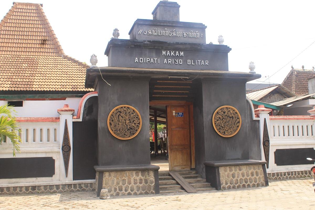 Makam Adipato Aryo Blitar.