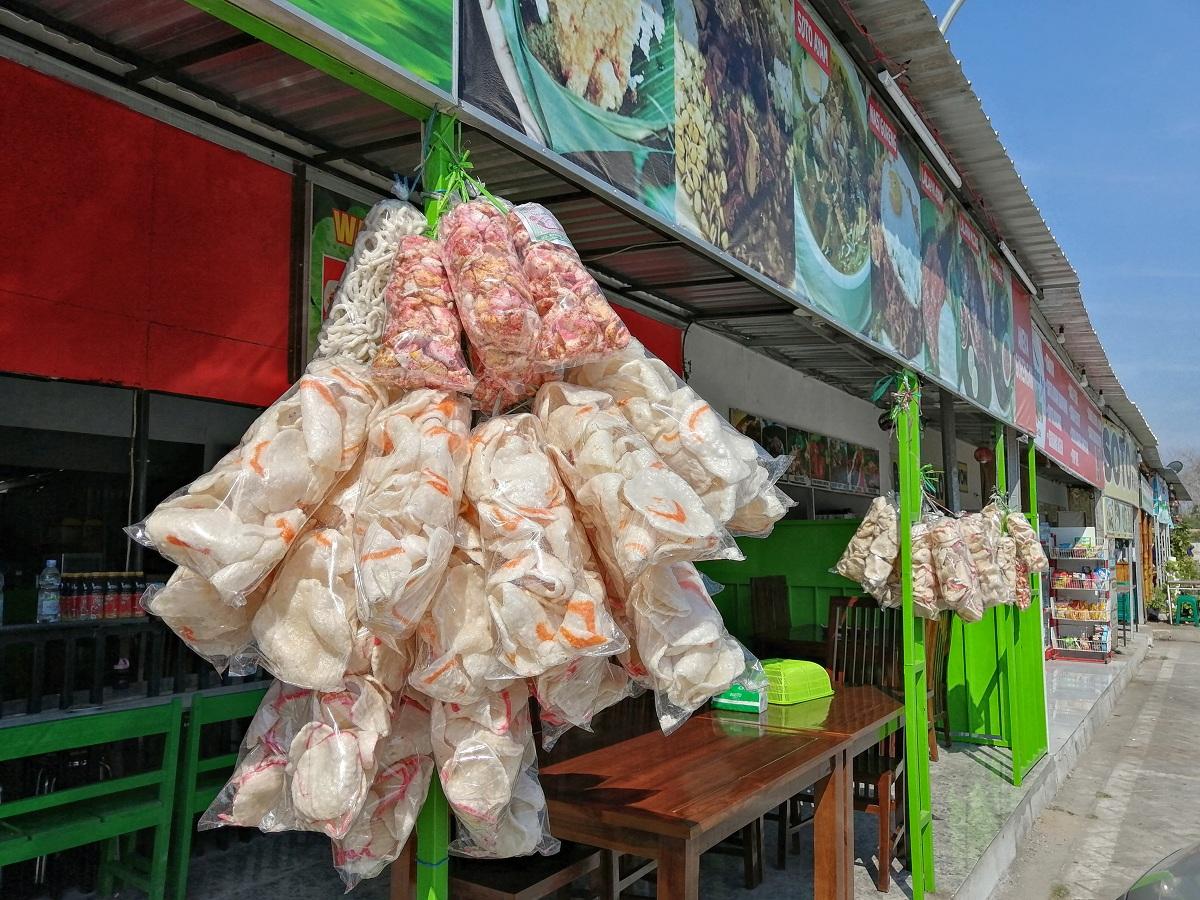 Karena populer, kerupuk melarat bisa ditemuik di seluruh kota di Pulau Jawa, salah satunya di Kediri.