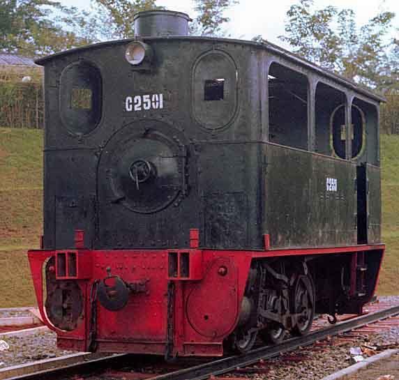 Lokomotif trem uap PbSM C2501 di TMII.