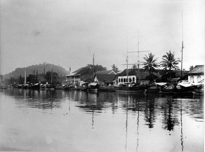 Pelaburan Muaro, Padang, sekitar 1895.