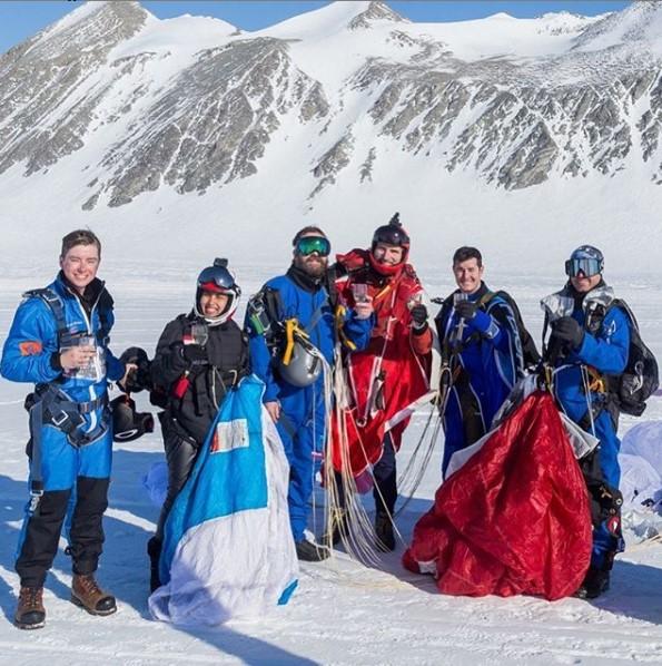 Naila Novaranti ketika di Antartika. Instagram/@skydive_7continent