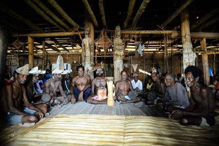 Tampilan dalam rumah Jew yang didiami orang-orang suku Asmat.