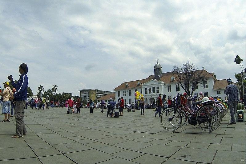 Taman Fatahillah di depan Museum Jakarta pada 2015.