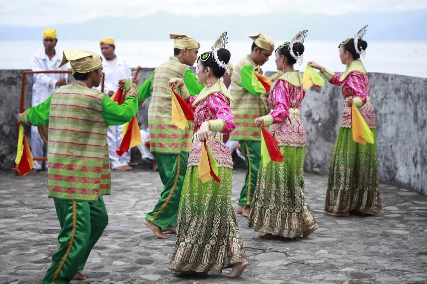Ilustrasi tarian lalayon | Foto: indonesiakaya.com