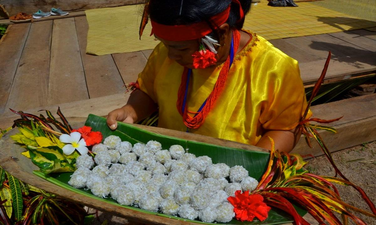 Subbet makanan unik Mentawai | Foto: indonesiadestinations.com