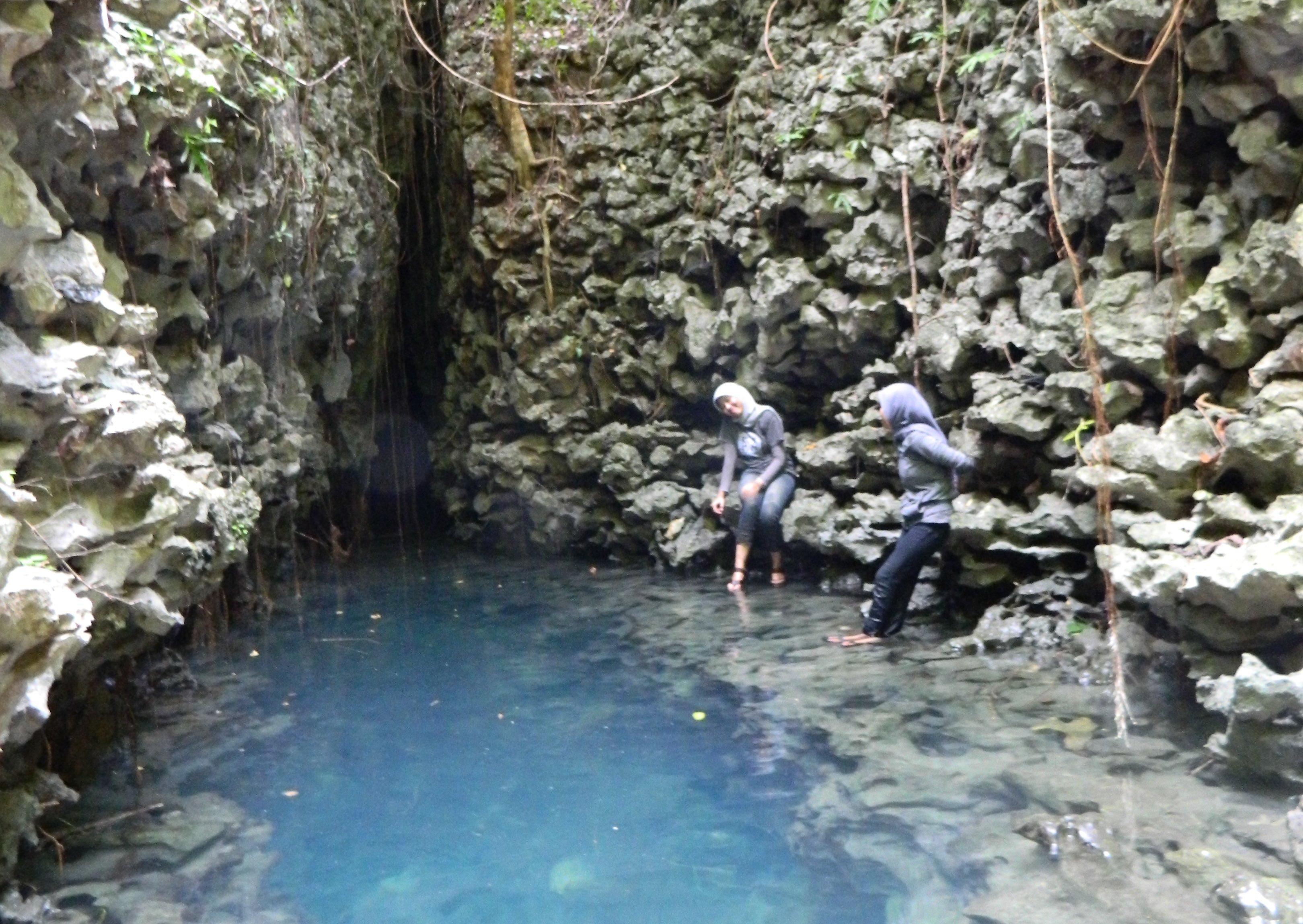 Jernihnya air di Telaga Bidadari, Rammang-Rammang | Foto: nou22femme.blogspot.com