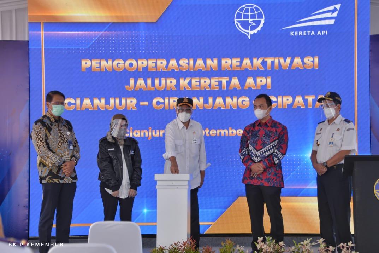 Menteri Perhubungan Republik Indonesia, Budi Karya Sumadi, meresmikan reaktivasi jalur kereta api Cianjur - Ciranjang - Cipatat.