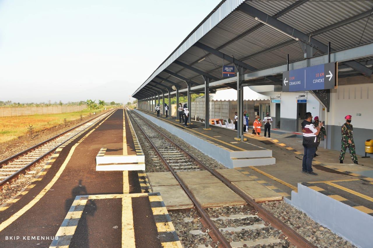 Stasiun Cipeuyeum.