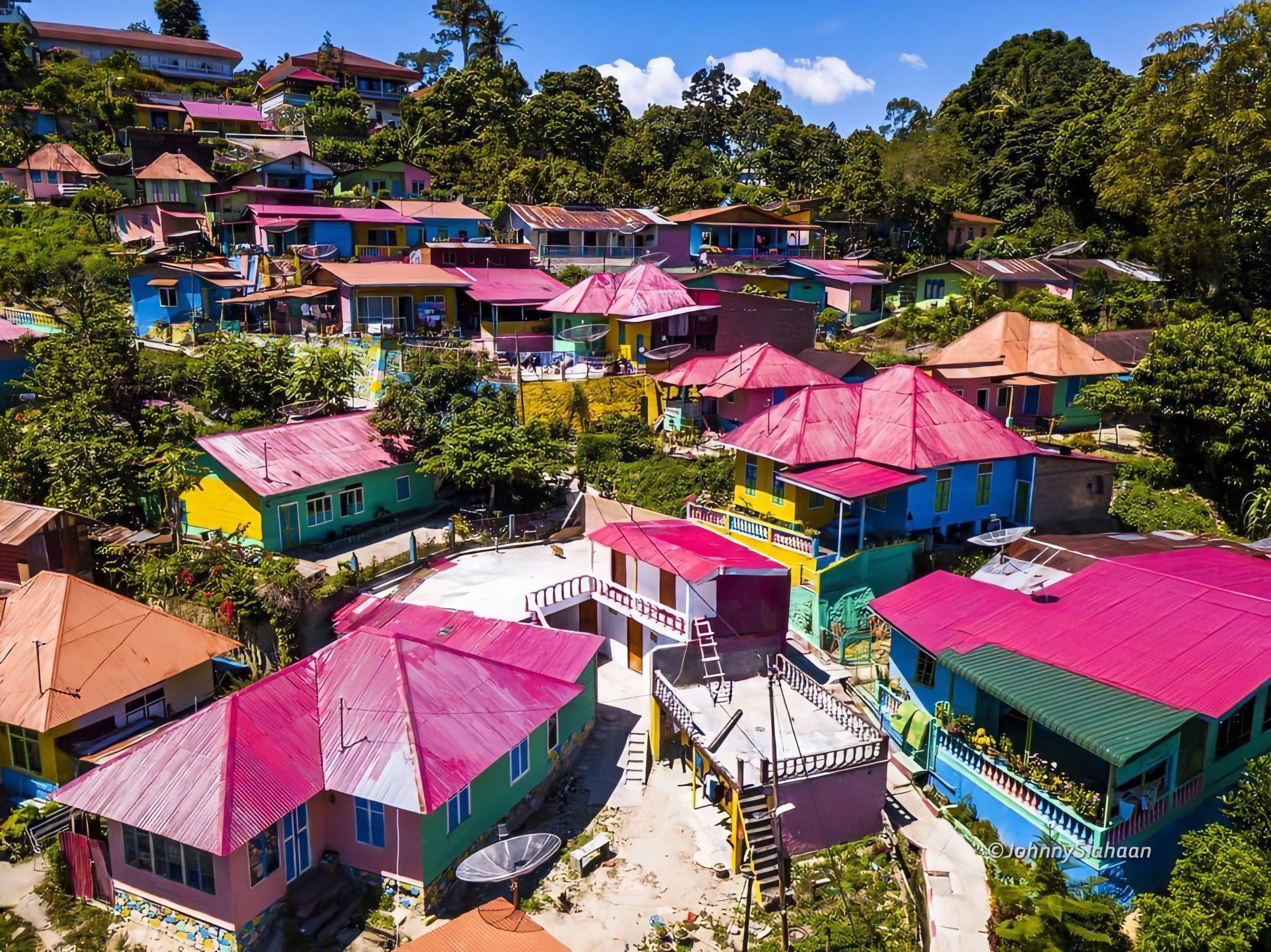 Kampung Warna-Warni Tigarihit | Foto: Johnny Siahaan/Instagram