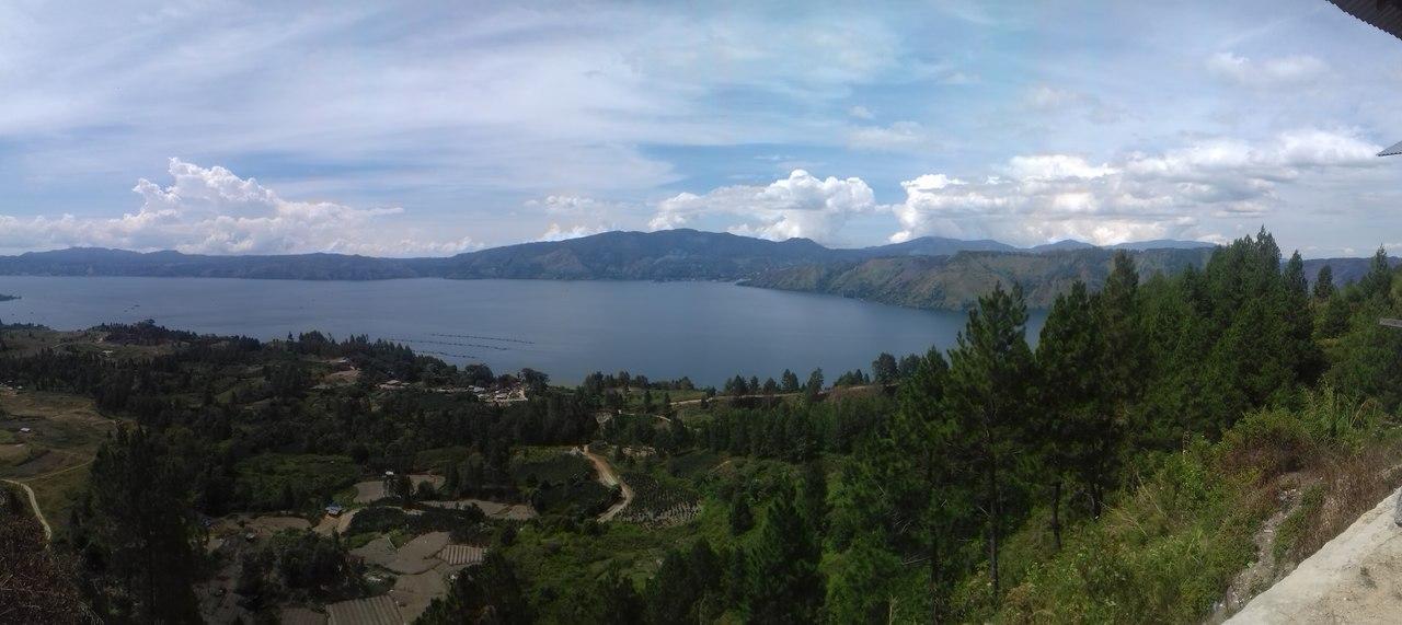 Pulau Samosir adalah sebuah pulau vulkanik di tengah Danau Toba di provinsi Sumatera Utara. Sebuah pulau dalam pulau dengan ketinggian 1.000 meter di atas permukaan laut menjadikan pulau ini menjadi sebuah pulau yang menarik perhatian para turis.