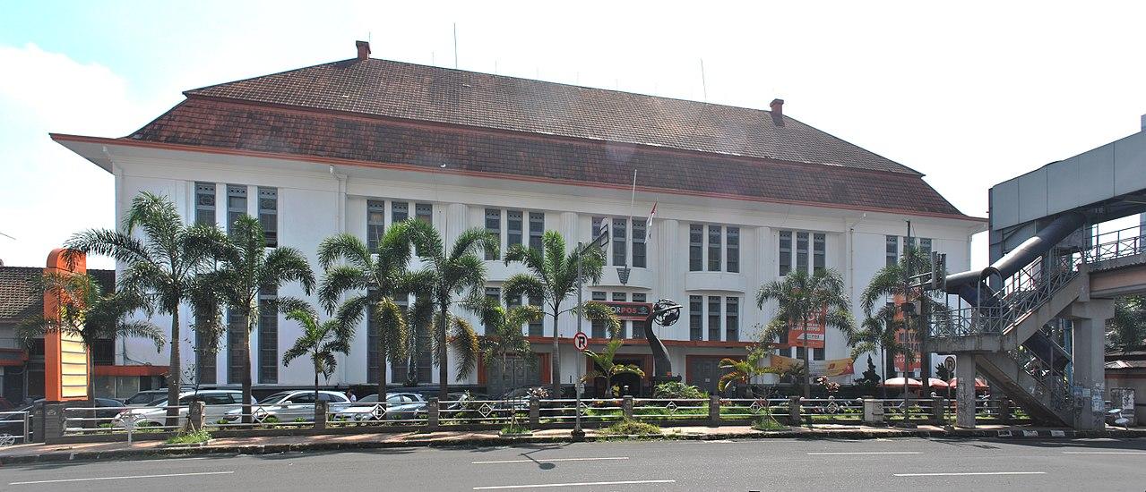 Kantor Pos Indonesia di Bandung.