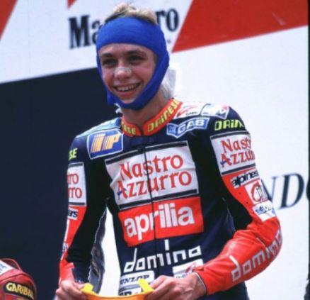 Valentino Rossi semringah di atas podium satu Sirkuit Sentul.