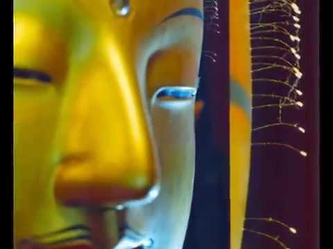 Bunga Udumbura di Patung Budha