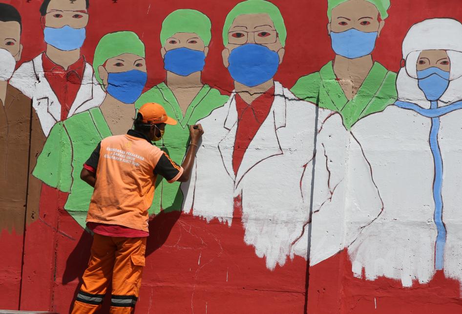 Aksi petugas Penanganan Prasarana dan Sarana Umum (PPSU) Kelurahan Bukit Duri membuat mural bertemakan Covid-19 (28/8/2020)Sumber: Kristianto Purnomo/Kompas.com
