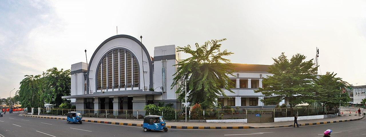 Stasiun Jakarta Kota pada awal abad ke-21.