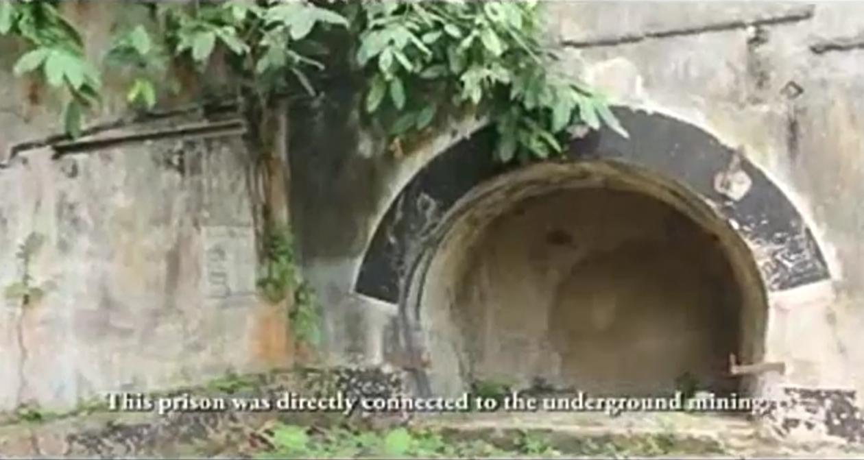 Akses masuk lubang penggalian batu bara di dalam penjara.Sumber: Tangkapan layar kanal Youtube Ardi Saputra berjudul