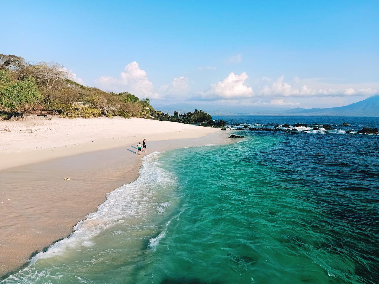 Pantai Watotena yang sepi dengan pasir putih bersih